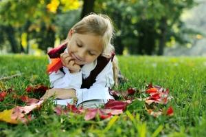 girl-reading-outside